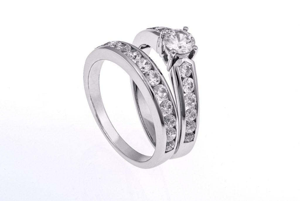 ausgefallener Ring - Syntethische Industrie- und Schmuckdiamanten
